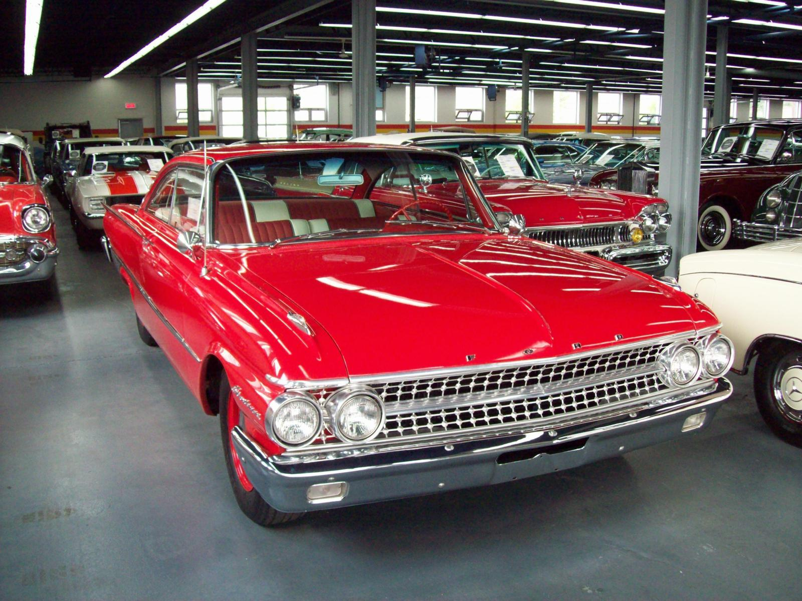 Used 1961 Ford Galaxie Starliner for sale in Saint-Léonard - John ...